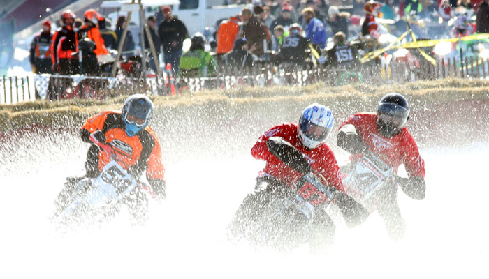 Racers make their way around the oval track at the 2017 Manawa Snodeo.Holly Neumann Photo