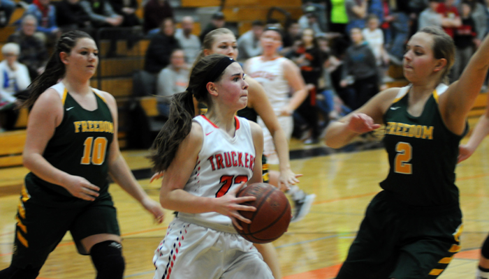 Clintonville's Lindsy Carpenter drives to the hoop and looks for an open shooter. Erik Buchinger photo